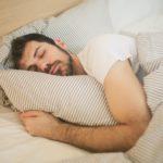 睡足 8 小時一定健康? 告訴你正確黃金睡眠時間表!