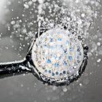 花灑易藏細菌!每天沖澡要小心